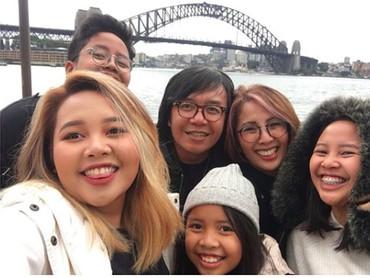 Kompak dan harmonis selalu Ayah Ari Lasso bersama istri dan anak-anak. (Foto: Instagram/@ari_lasso)