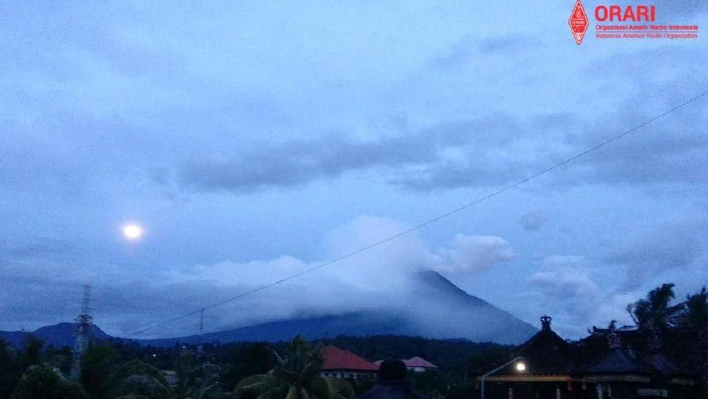 Gunung Agung Erupsi Lagi, Tinggi Kolom Abu 2.000 Meter
