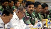 Menteri Pertahanan Ryamizard Ryacudu bersama Panglima TNI Marsekal Hadi Tjahjanto saat hadiri rapat bersama Komisi I.