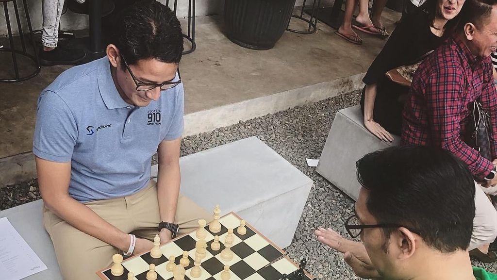 Romantika Ridwan Kamil-Sandiaga, Sempat Kurang Akur Kini Main Catur