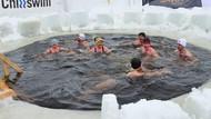 Kebiasaan Orang-orang di Negara Paling Bahagia: Berenang di Air Es
