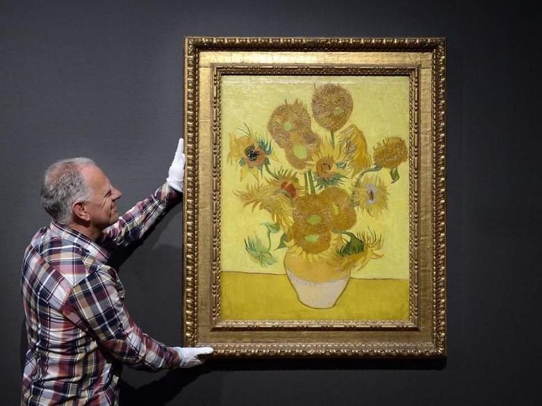 Lukisan Sunflowers Van Gogh di Amsterdam Direstorasi