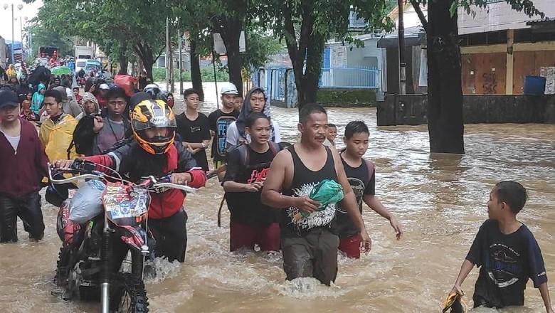Terputus 20 Jam Diterjang Banjir, Jalur Trans Sulawesi Kini Lancar