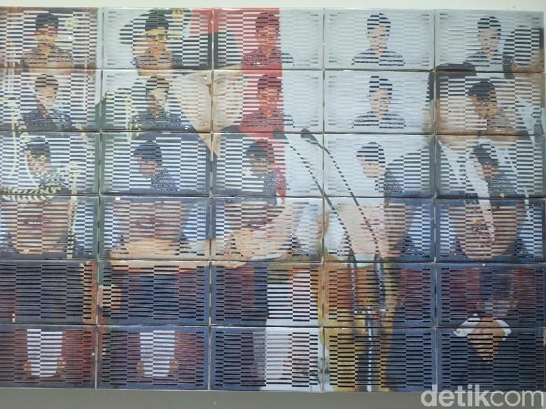 Ratusan Kertas Dianyam Jadi Foto Momen 21 Mei 1998 ala Patriot Mukmin Foto: Tia Agnes/ detikHOT