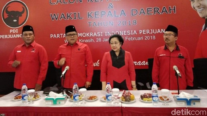 Pemilik nama asli Dr. Hj. Dyah Permata Megawati Setyawati Soekarnoputri, hari ini sedang berulang tahun. Masih aktif di dunia politik, usia Megawati kini sudah 72 tahun. Foto: detik.com