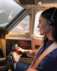 Pilot cantik ini juga menjadi ratu kecantikan lho (anapaulacespedes/Instagram)