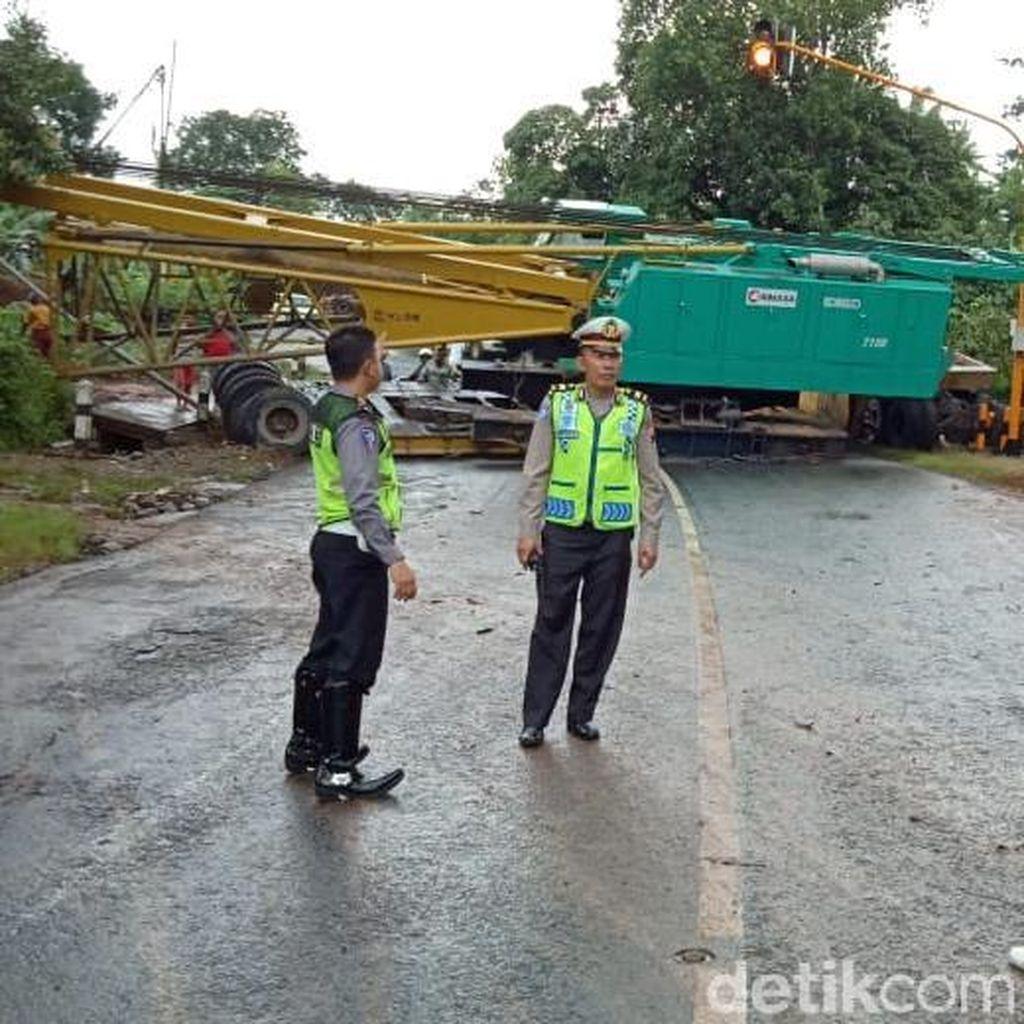 Ada Truk Melintang di Jalan Jepara-Bangsri, Arus Lalin Dialihkan