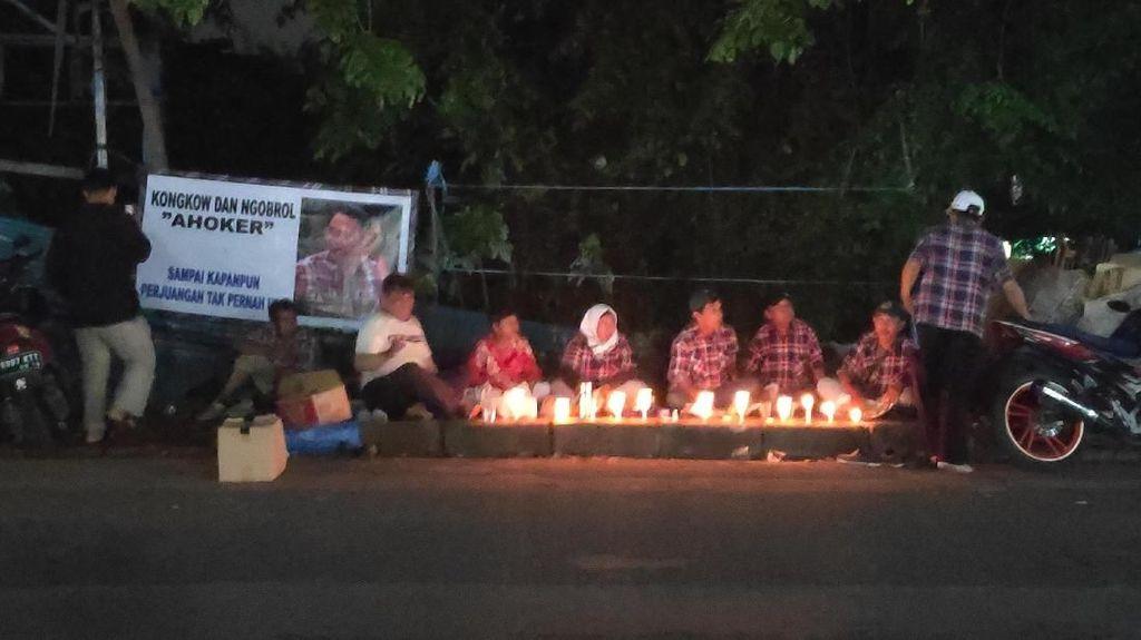 Jelang Ahok Bebas, Pendukung Nyalakan Lilin di Mako Brimob