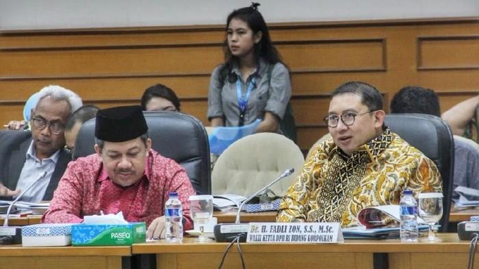 Wakil Ketua DPR Fadli Zon dan Fahri Hamzah saat rapat membahas proses pemulihan dan rehabilitasi bagi daerah-daerah yg terdampak bencana.