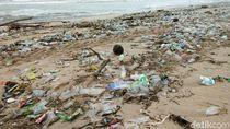 Banyak Sampah, Pengunjung Dilarang Surfing di Pantai Kuta-Petitenget