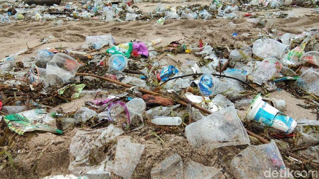 Lagi Banyak Sampah di Pantai, Pemprov Bali: Jangan Khawatir