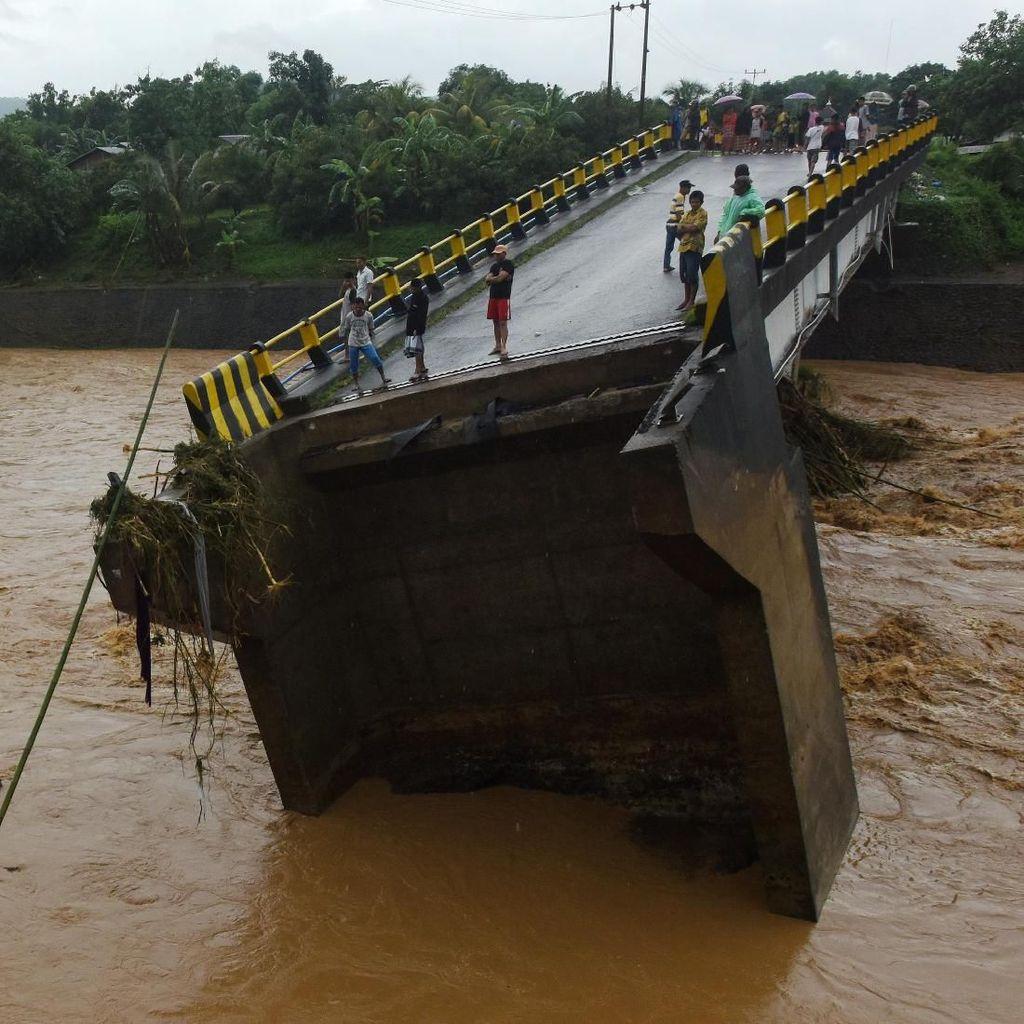 Jembatan Gowa Terputus Akibat Diterjang Banjir