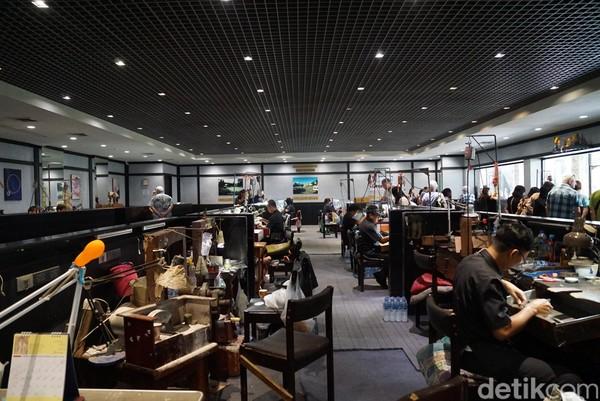 Ruangan ini memang diperuntukan untuk turis yang penasaran dengan cara membuat perhiasan. (Syanti/detikTravel)