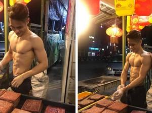 Kekar Berotot, Ini Penjual Bak Kwa yang Mencuri Perhatian!