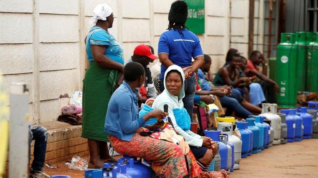 Protes BBM di Zimbabwe, Warga Antre Berjam-jam di SPBU