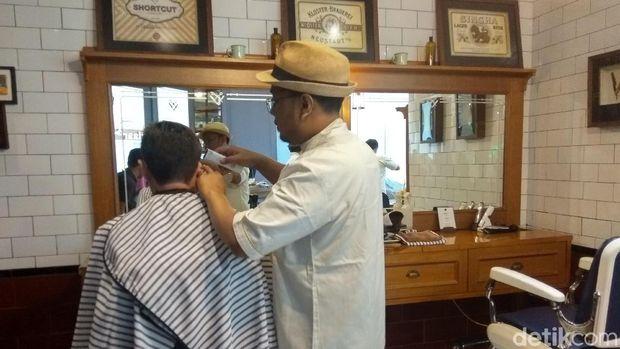 Herman Tukang Cukur Ungkap Model Rambut Langganan Jokowi