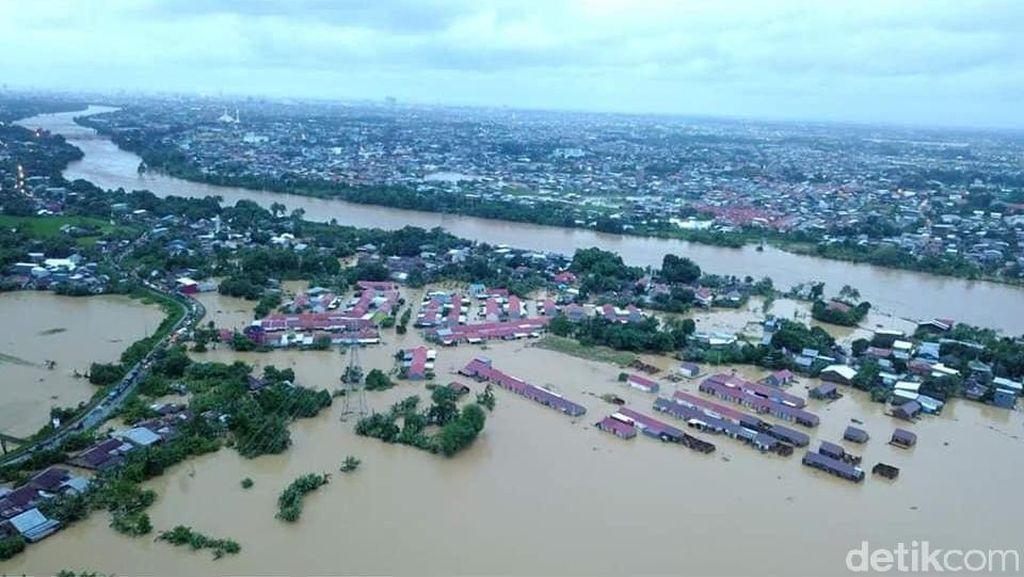 Melihat Sulsel Dikepung Banjir Besar yang Sebabkan 8 Orang Tewas