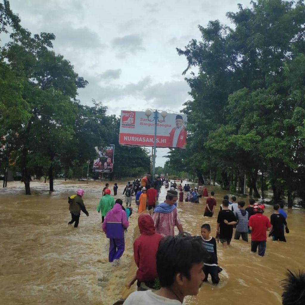 Video: Banjir di Maros Lumpuhkan Jalan Trans Sulawesi, Lalin Kacau