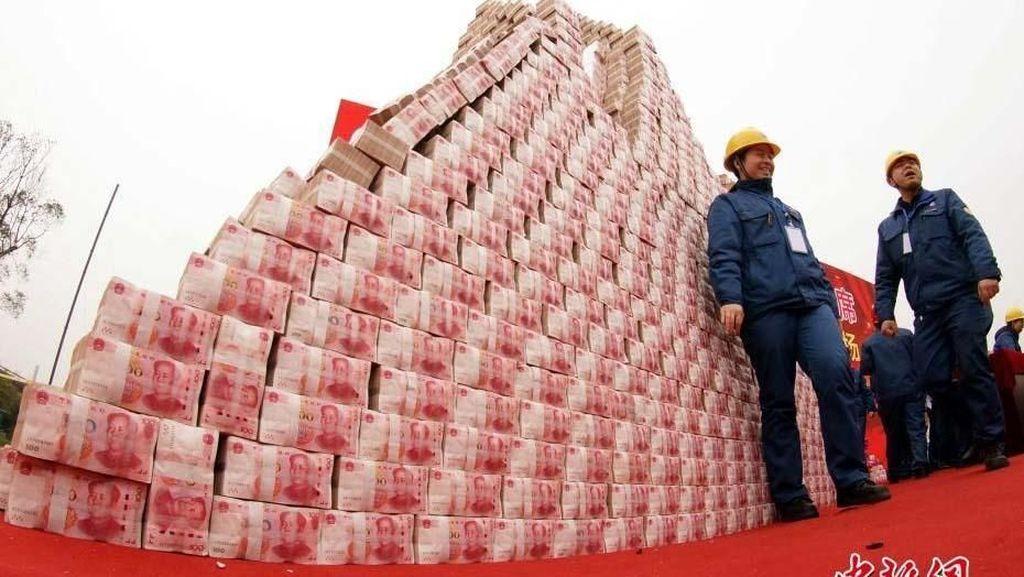Pengusaha China Bikin Gunung Uang Buat Bonus Karyawan