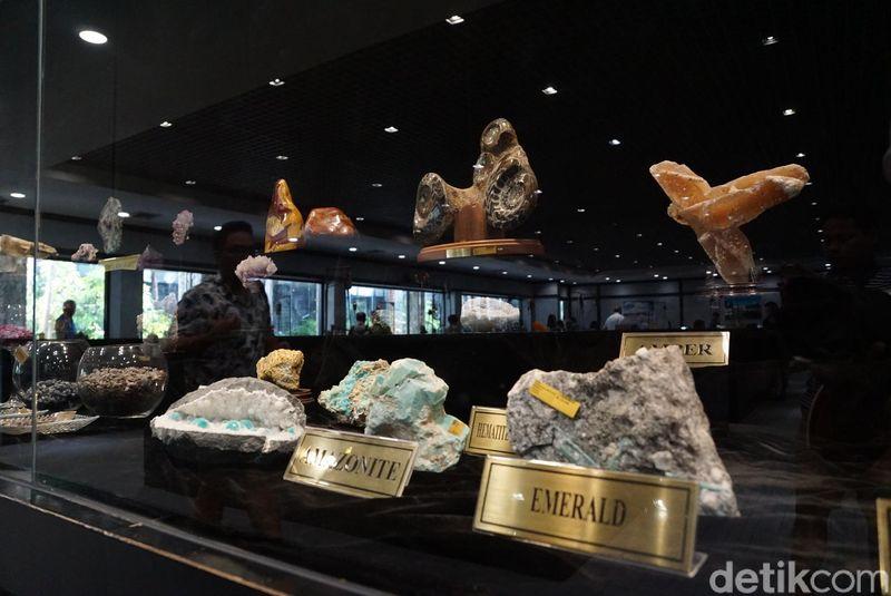 Beginilah suasana saat kamu memasuki Gems Gallery yang berada di Phuket. (Syanti/detikTravel)