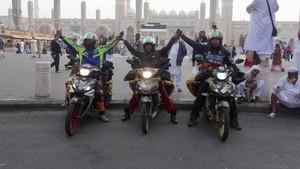 Perjalanan 3 Rider Malaysia Umrah Naik Motor