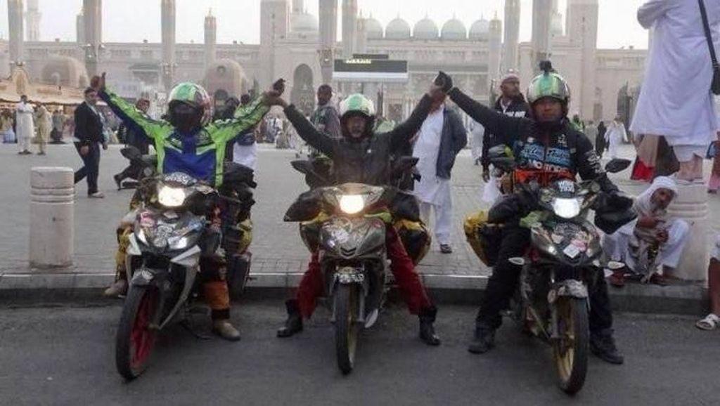 Tempuh 14.000 Km, Geng Ini Berangkat Umrah Pakai Motor Bebek