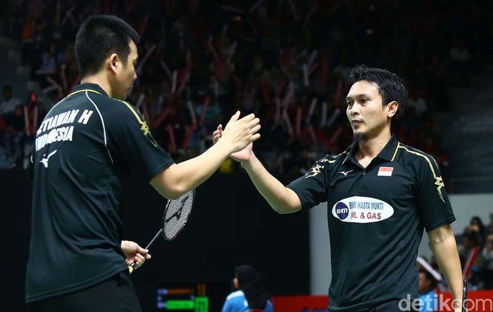 Kemenangan mudah diraih pasangan ganda putra nasional Indonesia, Mohammad Ahsan/Hendra Setiawan, pada babak kesatu turnamen Indonesia Masters 2019.