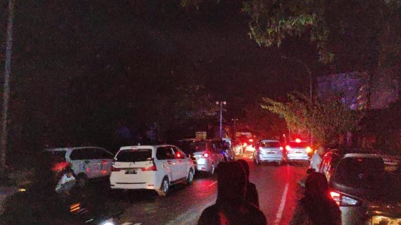Horor Warga 12 Jam Terjebak di Jalan Trans Sulawesi karena Banjir