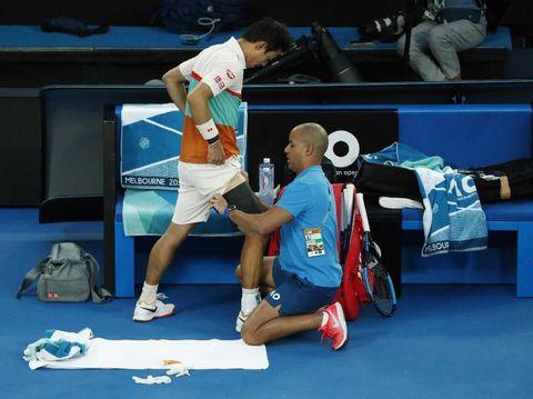 Kei Nishikori mundur akibat cedera paha di tengah pertandingan.