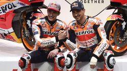 Detik-detik Marquez-Lorenzo Sepanggung Membela Repsol Honda