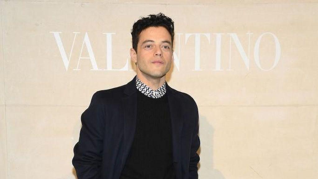 Sabet Nominasi Oscars, Rami Malek dan Pacar Eksis di Paris Fashion Week