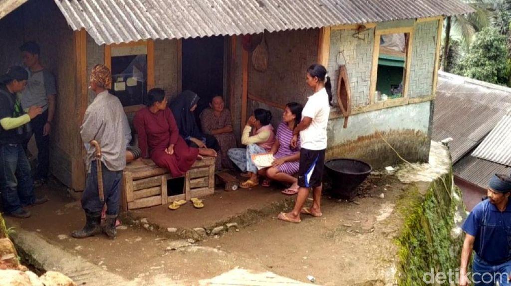 Pergerakan Tanah, Ratusan Warga di Cisolok Sukabumi Mengungsi