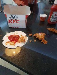 Daging Ayam KFC Disebut Tak Matang, Ini Penjelasan KFC Inggris
