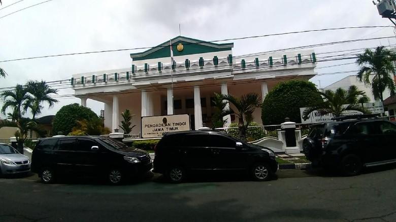 Pengadilan Tinggi Surabaya Belum Dapat SK Skorsing Wakilnya