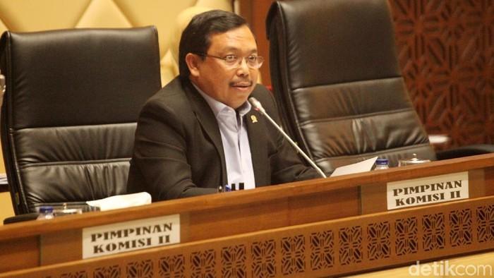 Komisi II DPR melakukan rapat kerja dengan Menteri Dalam Negeri (Mendagri) Tjahjo Kumolo dan  Menteri ATR/Kepala BPN Sofyan A Djalil di Komplek Parlemen, Senayan, Jakarta, Kamis (24/1/2019). Rapat tersebut membahas  pembubaran  Badan Pengusahaan Kawasan Perdagangan Bebas Batam dan mengurai benang kusut terkait dualisme kepemimpinan di kota yang masuk wilayah Provinsi Kepulauan Riau itu.