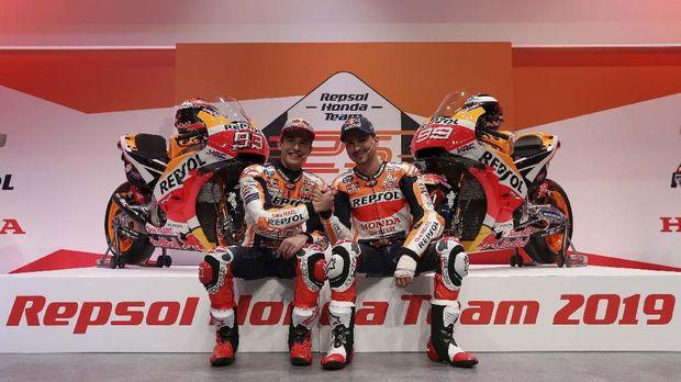 Marc Marquez dan Jorge Lorenzo menjadi rekan setim di MotoGP 2019.