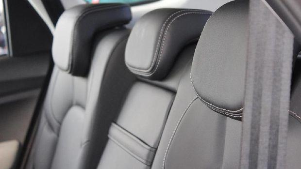 Headrest lengkap,