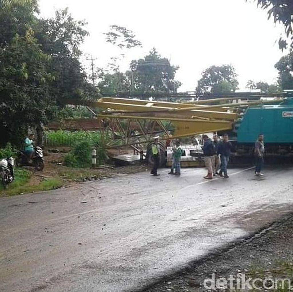 Evakuasi Truk Belum Rampung, Jalan Jepara-Bangsri Masih Ditutup