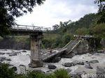 Berani Uji Nyali Kaya Warga Pekalongan Lintasi Jembatan Roboh Ini
