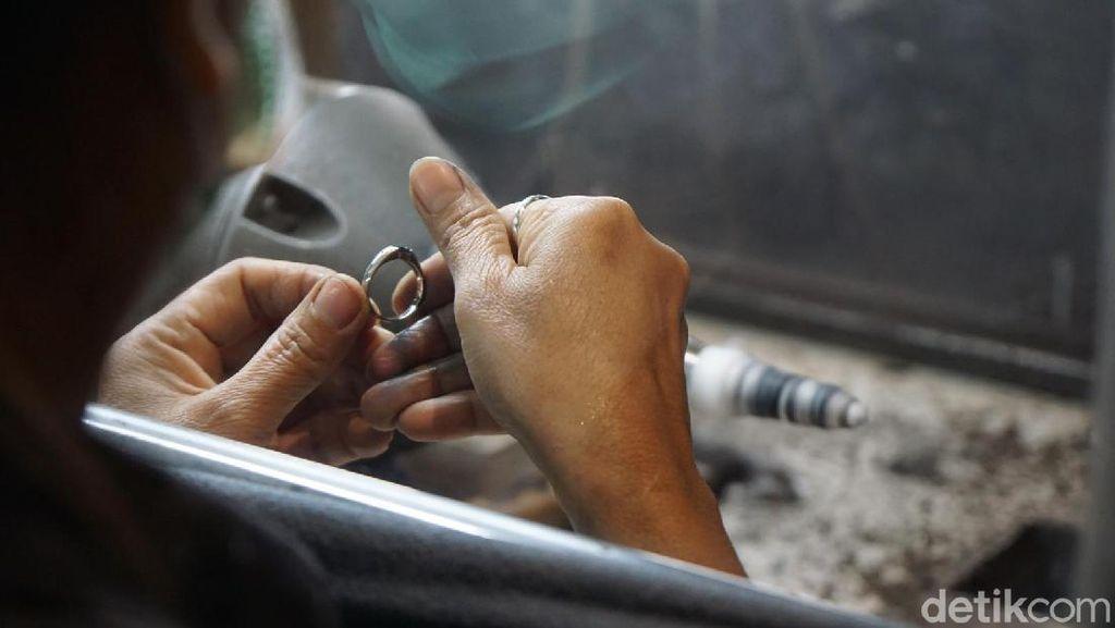 Foto Pembuatan Perhiasan Cantik di Thailand