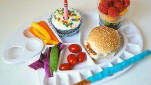 5 Alat Makan Bermotif Lucu Ini Bisa Bikin Si Kecil Lahap Makan