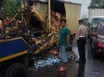 Tabrakan Truk Boks vs Tronton di Cirebon, Satu Orang Tewas