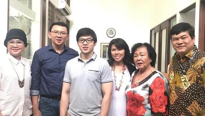 Ahok dan keluarga (Foto: Instagram Fifi)