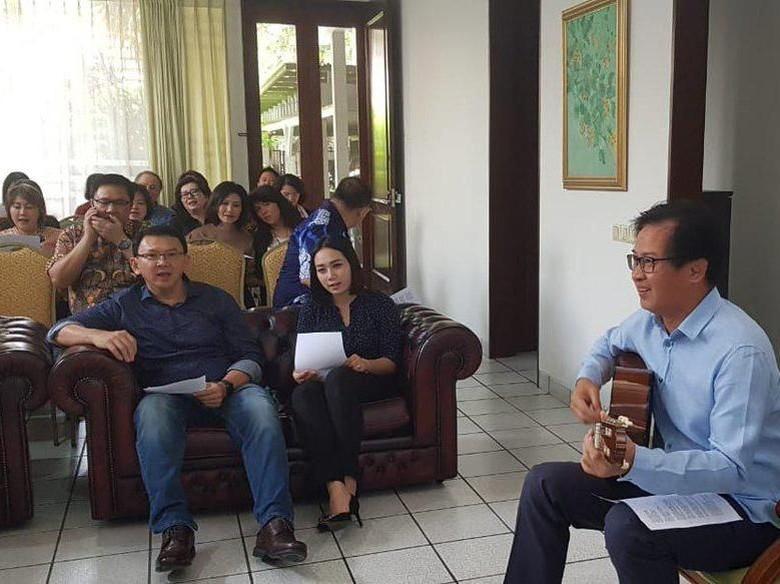 Ciee..Ahok dan Puput Go Public, Nyanyi dan Foto Bareng Keluarga