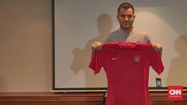 Simon McMenemy akan menjalani debut bersama Timnas Indonesia saat melawan Myanmar.