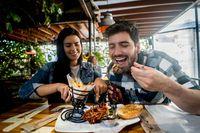 Tiap Minggu Makan di Gerai yang Sama, Pria Ini Sukses Dapat Jodoh