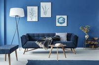 Ilustrasi ruangan berwarna biru.