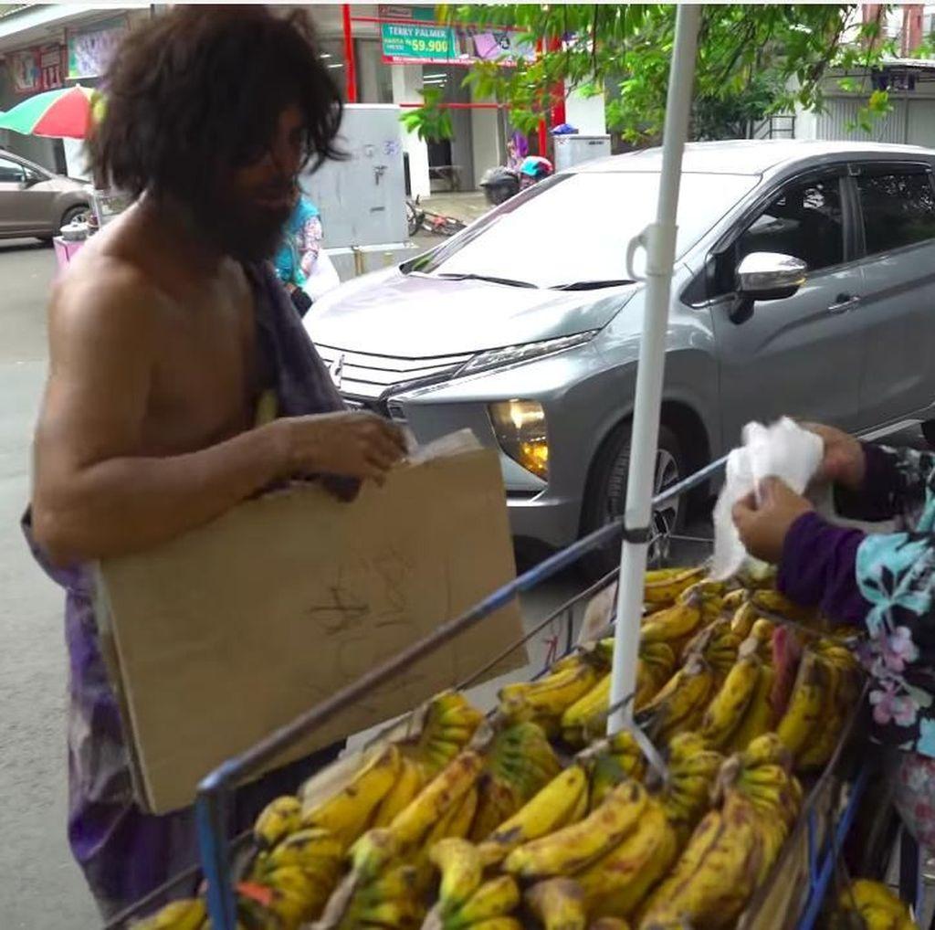 Rayakan 1 Juta Subscriber YouTube, Baim Wong Jadi Orang Gila Bagi-bagi Uang