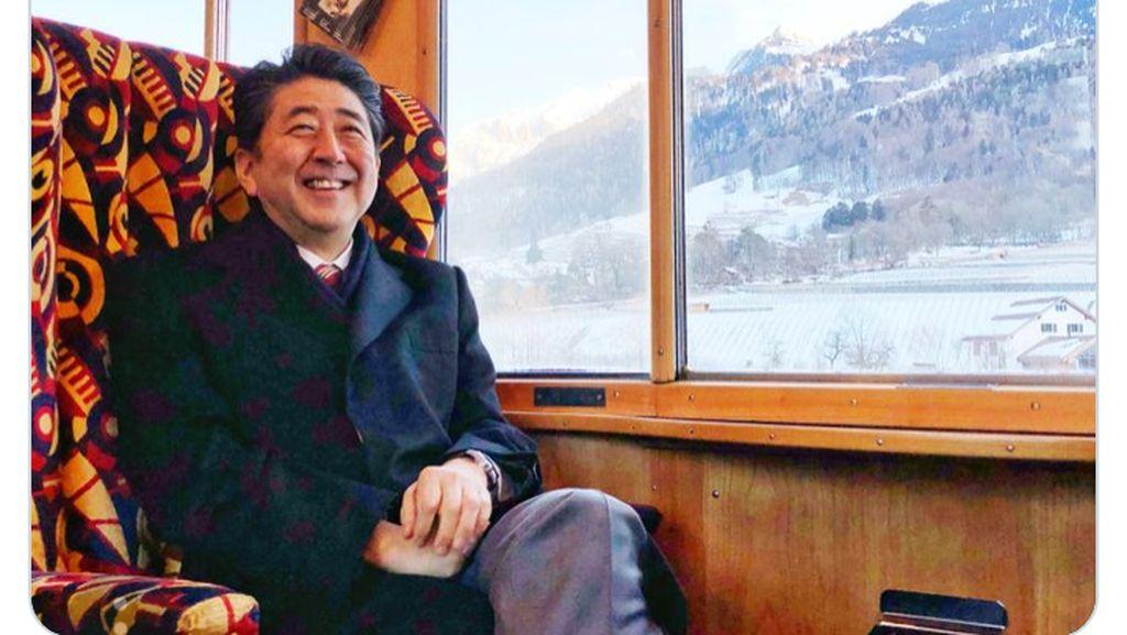 PM Jepang Pakai Rute Orang Miskin Pergi ke Davos