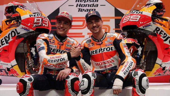 MotoGP - Repsol Honda Team Presentation - Campus Repsol, Madrid, Spain - January 23, 2019   Repsols Marc Marquez and Jorge Lorenzo during the presentation   REUTERS/Susana Vera